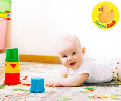 Ce stie sa faca bebelusul la 6-7 luni?