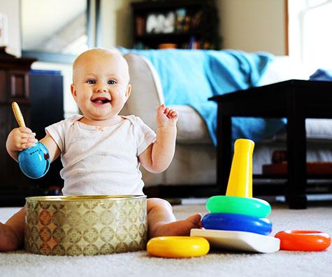 Bebelusul la 8 luni: activitati preferate si joaca