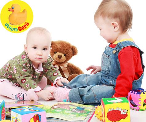 Bebelusii învata mai bine cand sunt impreuna cu alti bebelusi