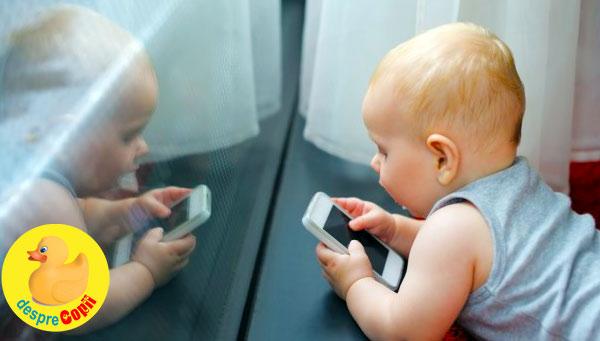 Bebelusi cu smartphone sau tableta in mana? Parinti, iata ce inseamna tehnologia pentru ei