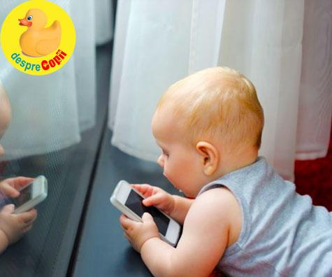 Bebelusi cu smartphone sau tableta in mana? Parinti, iata ce…