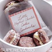 Biscuiti dulci umpluti cu ciocolata si alune