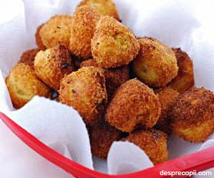 Chiftele de cartofi cu branza topita