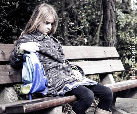 copil-singur-izolat-trist-11.jpg