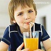 Bauturile indulcite, periculoase pentru copii