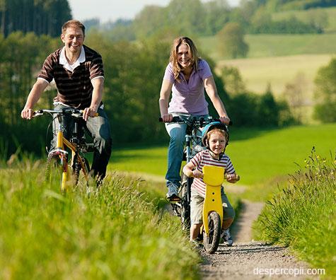 Mersul pe bicicleta: un mod excelent de a-ti petrece timpul cu copilul tau