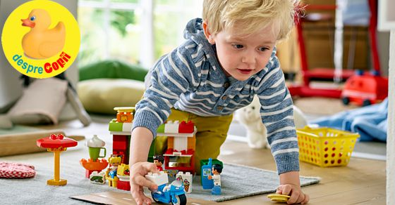 Poate fi frustrant sa fii mic - dar merita sa construiesti cu LEGO® DUPLO®