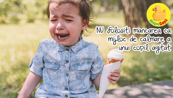 Nu incerca sa iti calmezi copilul oferindu-i mancare sau dulciuri