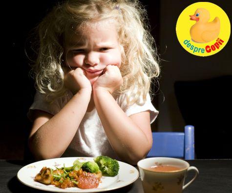 Cand copilul refuza mancarea: abordari care functioneaza