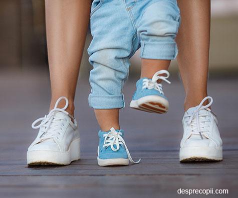 Cum alegem incaltamintea corecta pentru copii. Primii pasi in siguranta