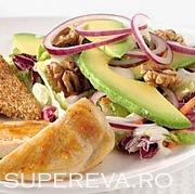 Salata de vara cu pui si avocado