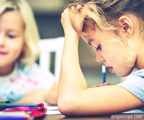 Temele de vacanta ale scolarului: ghid filozofic al unei mamici profesoare