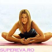 Un abdomen plat prin yoga cu Jennifer Aniston