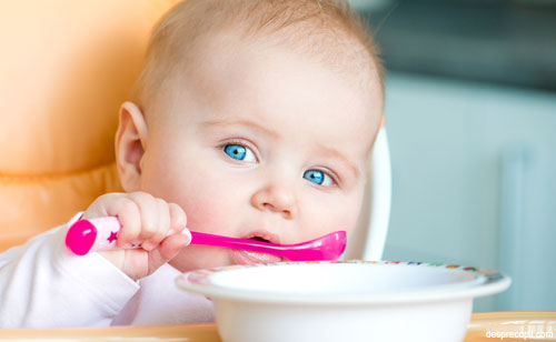 /Images/bebelus-mancand-ochi.jpg