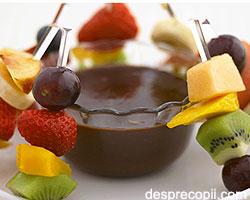 Sos de ciocolata cu fructe