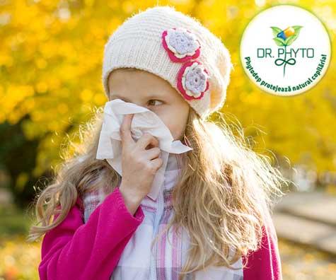 Este doar o raceala sau o fi alergie? Cum ii usuram copilului simptomele?