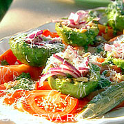 Salata cu avocado la gratar si rosii