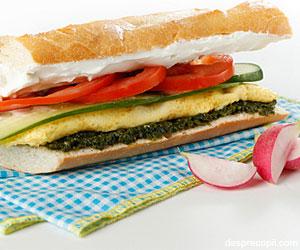 Sandwich bagheta cu omleta