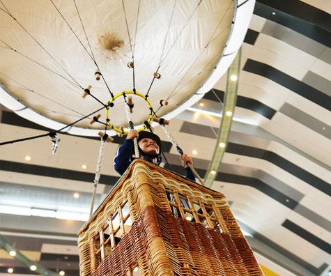 Copiii cu spirit de aventura se pot inalta intr-un balon la Sun Plaza