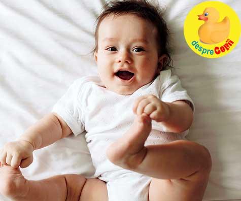 Ce stie sa faca bebelusul la 4 LUNI: Iata cat doarme si cum se dezvolta emotional