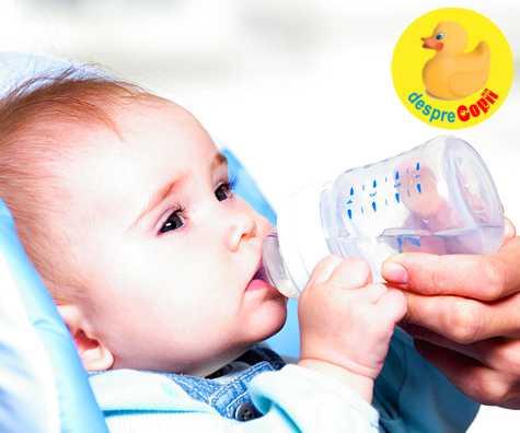 Cand pot bea bebelusii apa?