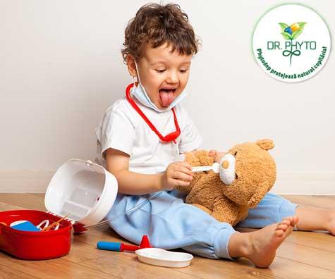 Este tusea copilului doar o urmare a unei raceli? Iata cele mai comune cauze ale tusei