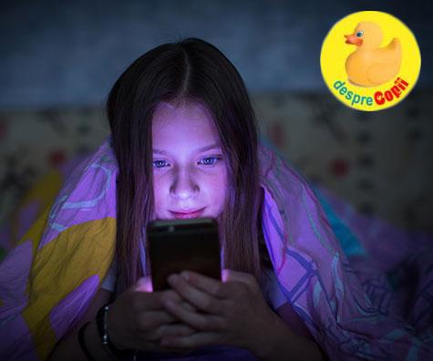 Prea mult timp petrecut in fața ecranului poate cauza dureri de cap copiilor