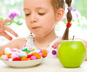 Invata copiii sa manance fructe si legume pentru dinti sanatosi