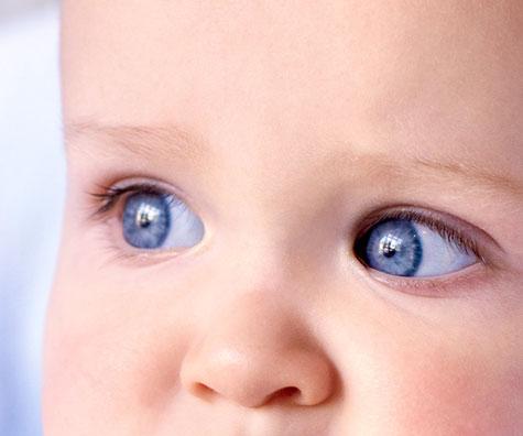 Cum realizam corect igiena oculara a bebelusilor? Ghid pentru proaspetii parinti