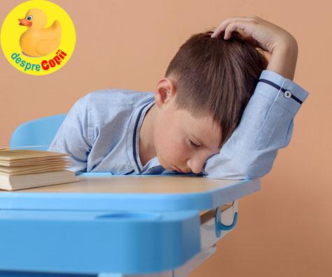 De cate ore de somn are nevoie un copil scolar? Si ce se intampla daca nu doarme suficient? Semnale de alarma.