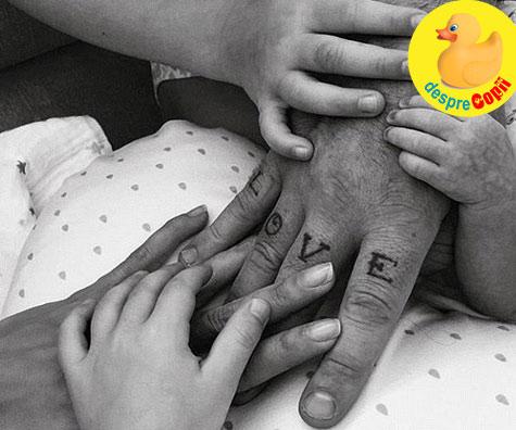 Robbie Williams si sotia - o familie completa, 4 copii printre care 2 prin surogat