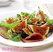 Salata cu piept afumat de rata si smochine