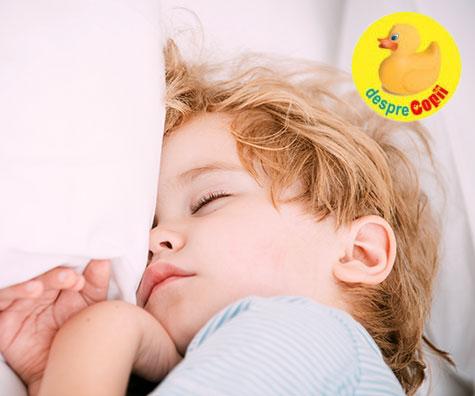 Iata cat trebuie sa doarma un copil mic si de ce cresc copiii mai ales cand dorm
