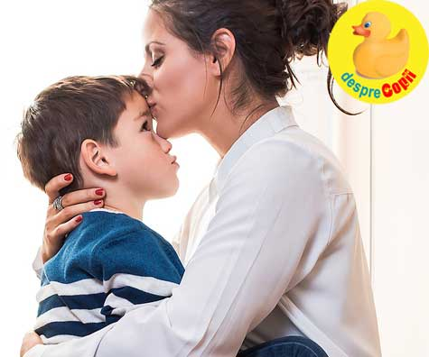 S-a implinit o luna de cand sunt mama si sunt cea mai fericita femeie cand imi pune mainile pe obraji si ma saruta