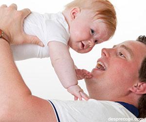 Tatii determina obezitatea copilului