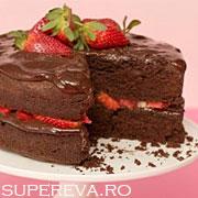 Tort de ciocolata si capsuni